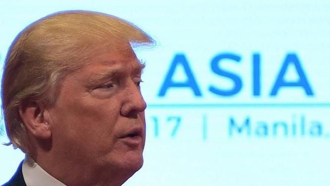 Presidente Donald Trump durante a 31ª reunião da Associação de Nações do Sudeste Asiático (ASEAN) Foto: JIM WATSON / AFP