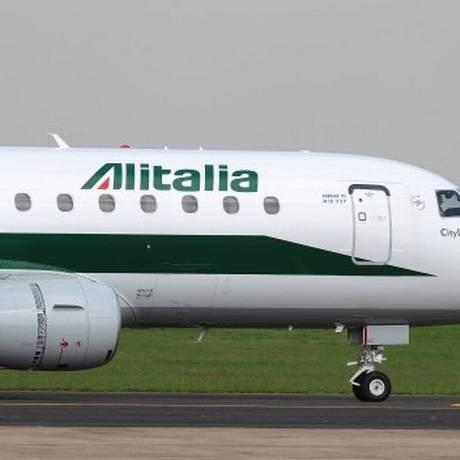 Companhia Aérea Alitália terá de pagar indenização por danos morais Foto: Arquivo/Agência O Globo