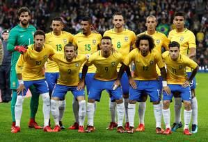 A seleção brasileira posa antes do jogo em Wembley Foto: DARREN STAPLES / REUTERS