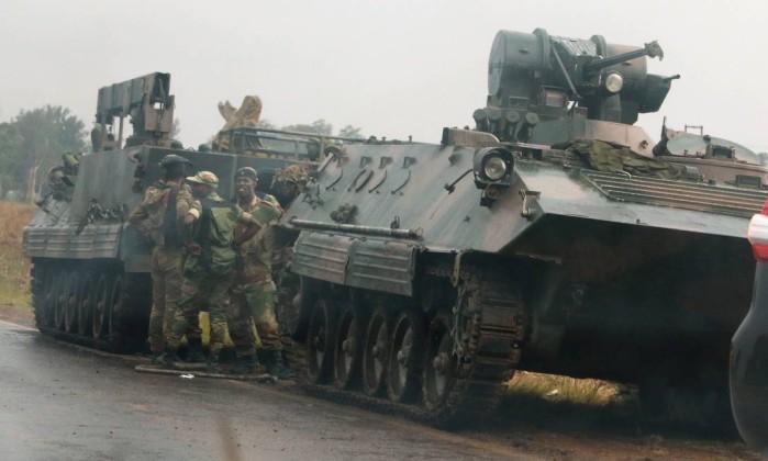 Exército do Zimbabwe anuncia detenção do Presidente Mugabe