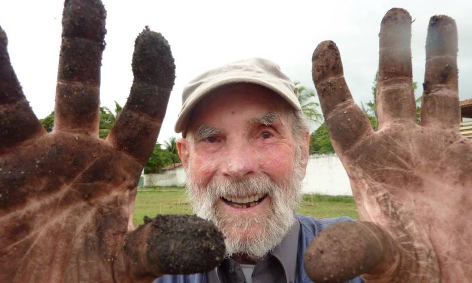 Frans Krajcberg nasceu em Kozienice, Polônia, em 11 de abril de 1921. Ele, no entanto, sempre se afirmou como brasileiro. 'A imprensa insiste em dizer que sou polonês naturalizado brasileiro; não sou. Sou brasileiro' Foto: Divulgação