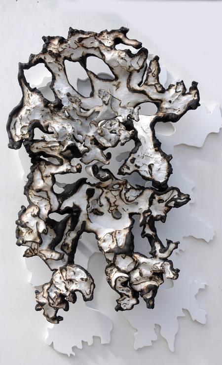 Escultura de Krajcberg exposta no MAC de Niterói em 2011 Foto: Divulgação
