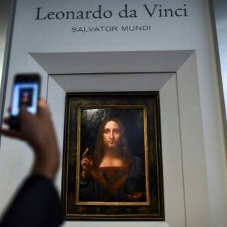 Quadro 'Salvator Mundi' mostra Jesus Cristo segurando uma esfera de cristal Foto: AFP / Jewel Samad