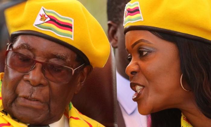 Zimbabué: PM britânica vê demissão como possibilidade de um futuro sem opressão