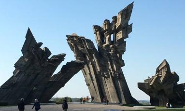 Monumento à Resistência no IX Forte em Kaunas: museu honra o sofrimento das vítimas durante as ocupações russa e alemã Foto: Leona e Shepard Forman
