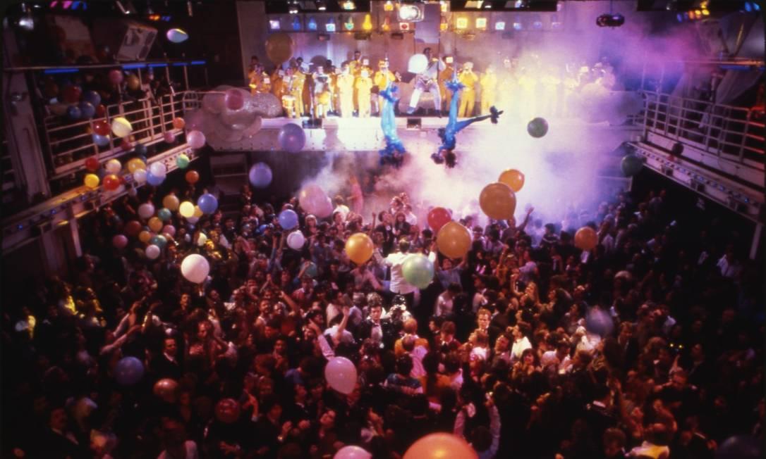 Festa da passagem do ano de 1979 para 1980 Foto: Martha Cooper / Divulgação