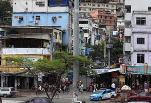 Um dos acessos para a comunidade da Rocinha. Imagem de 5/11/217 Foto: Fabiano Rocha / Agência O Globo