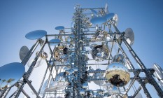 A torre de espelhos criada pelo paulistano Gustavo Prado é uma das obras expostas na mostra 'Marina monumental' Foto: Divulgação/Andrew Jorgenson / Divulgação/Andrew Jorgenson