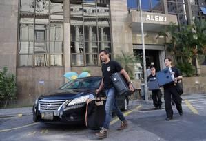 Polícia Federal cumpriu mandados de busca e apreensão na Assembléia Legislativa do Rio (Alerj) Foto: Marcio Alves / Agência O Globo