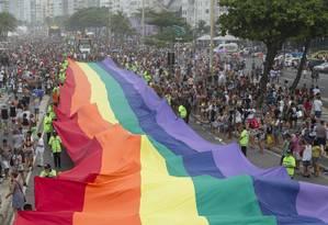 Parada do Orgulho LGBT lota orla da Praia de Copacabana Foto: Leo Martins / Agência O Globo