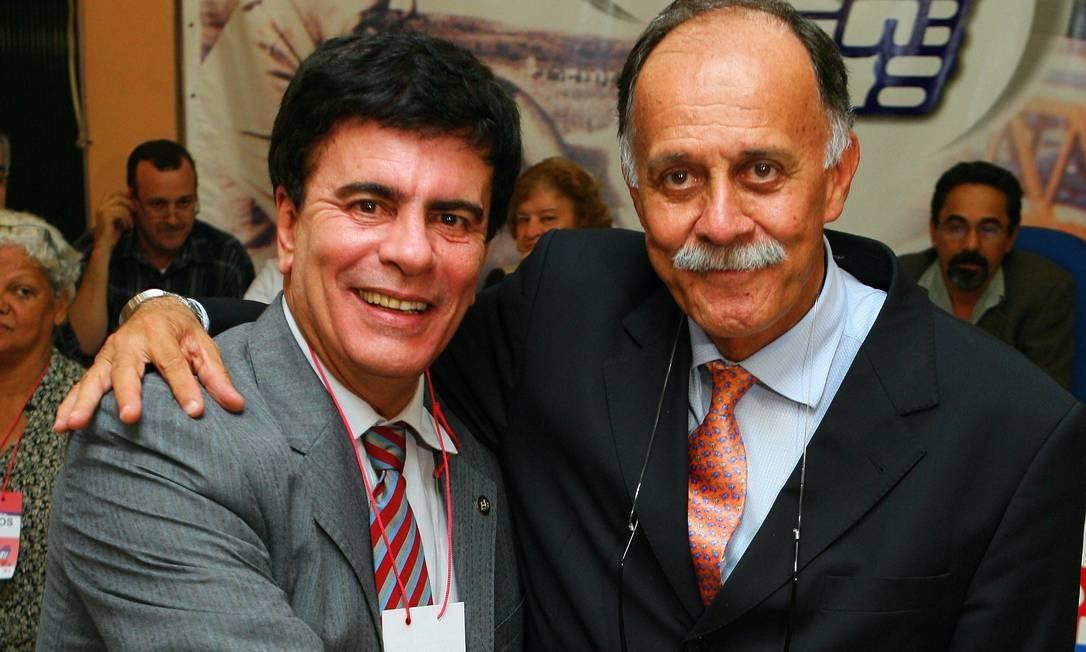 Em junho de 2008, durante convenção do PDT, Wagner Montes vota sob os olhares do Dep. Paulo Ramos Foto: Fernando Quevedo / Agência O Globo 26/06/2008