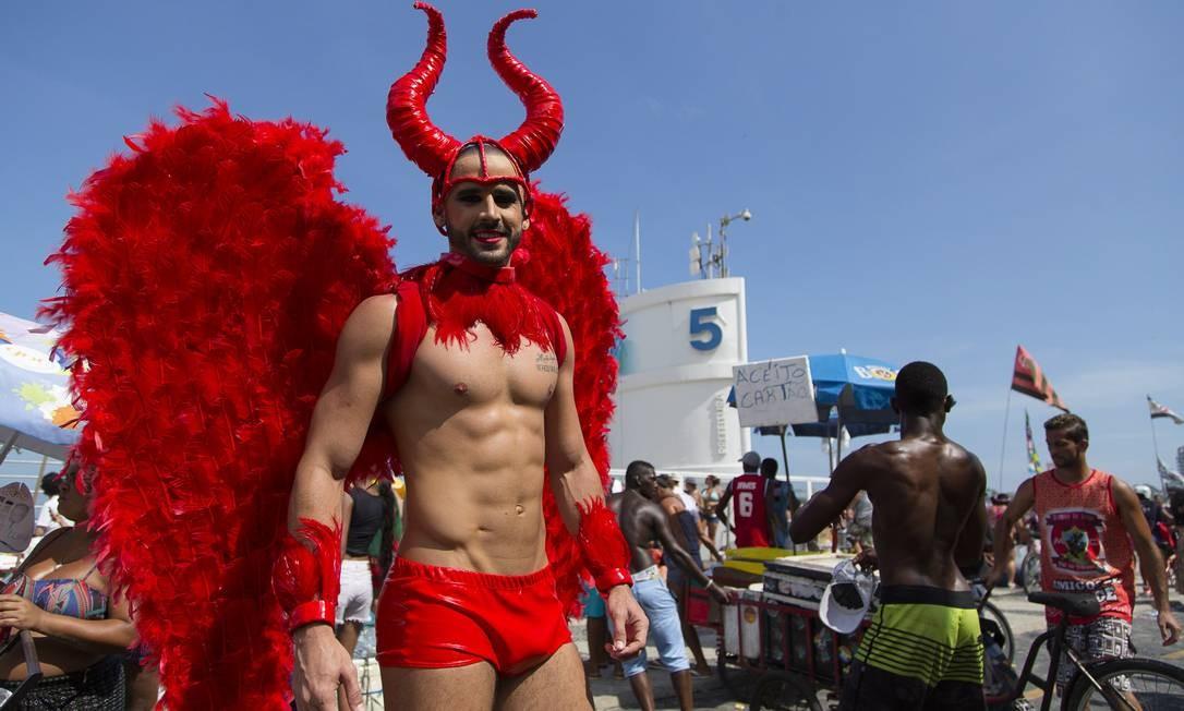 Parada LGBT na Praia de Copacabana: evento deve reunir milhares de pessoas neste domingo Foto: Leo Martins 11/12/2016 / Agência O Globo