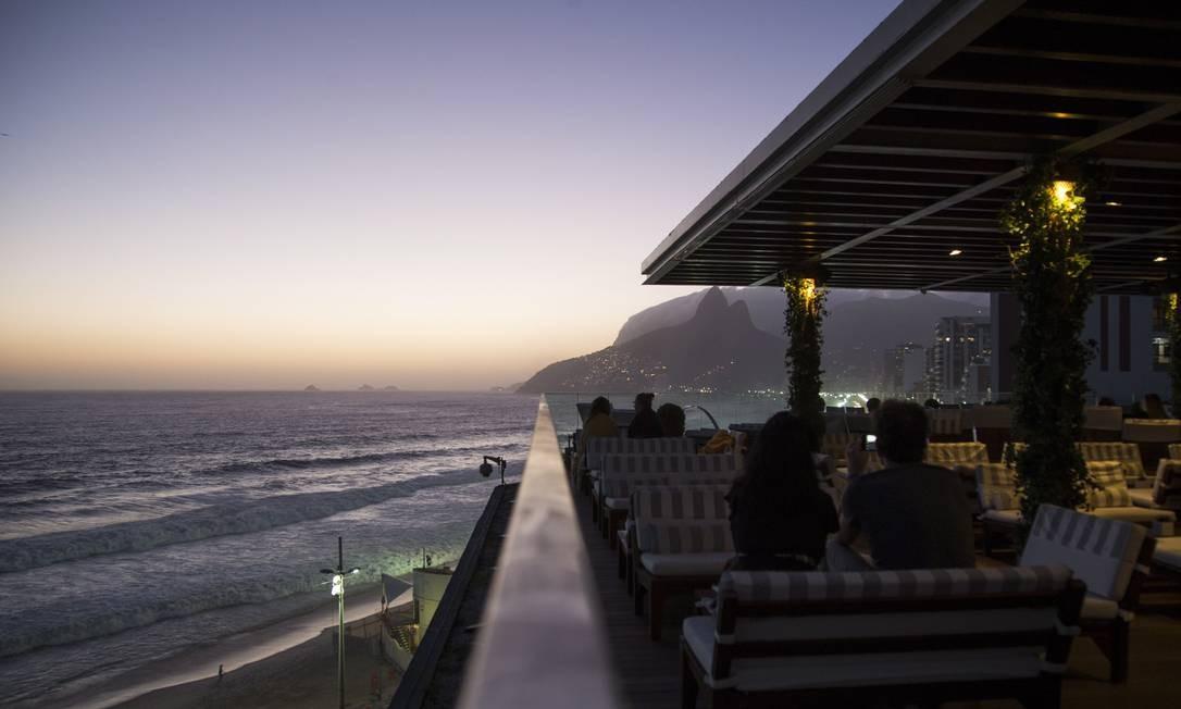 Do terraço do Hotel Fasano, a vista da Praia de Ipanema e do Morro Dois Irmãos Foto: Guito Moreto / Agência O Globo
