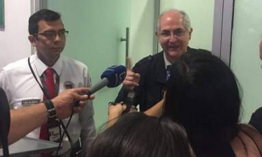 Antonio Ledezma fala com a imprensa colombiana após fugir da Venezuela Foto: Reprodução Twitter