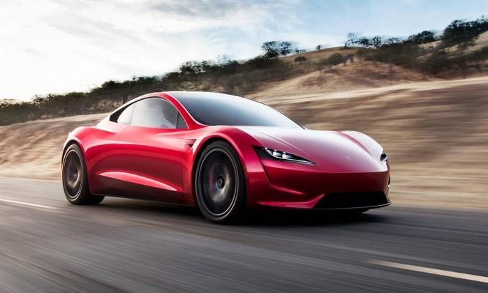 Tesla apresenta seu primeiro caminhão elétrico e o novo esportivo Roadster