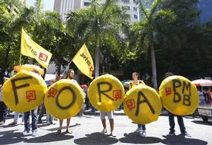 Manifestantes pedem prisão de deputados acusados de receber propina da Fetrasnpor Foto: Pablo Jacob / Pablo Jacob