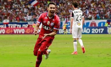 Edigar Junio comemora seu gol no empate em 2 a 2 com o Atlético-MG, na Fonte Nova Foto: Marcelo Malaquias