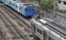 Passageiros sofrem com atrasos constantes de trens da SuperVia Foto: Domingos Peixoto / Agência O Globo
