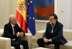 O presidente do governo espanhol, Mariano Rajoy, e o líder opositor venezuelano Antonio Ledezma se encontram no Palácio de Moncloa em Madri Foto: JUAN MEDINA / REUTERS