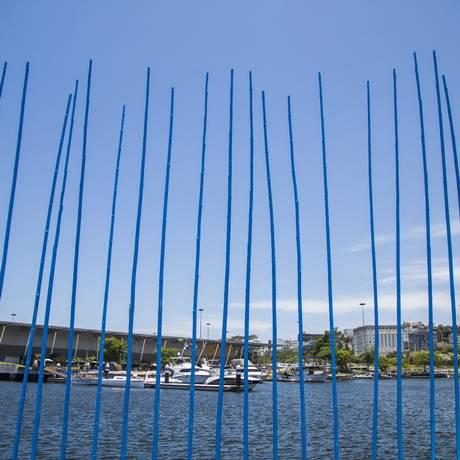 O Cianometer Dock, de Erwan Le Bourdonnec, uma das atrações do 'Marina monumental', da Marina da Glória Foto: Bárbara Lopes / Agência O Globo