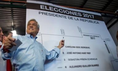Gerente. Piñera em campanha, em Santiago: o candidato é visto como um bom administrador pelos chilenos Foto: MARTIN BERNETTI / AFP