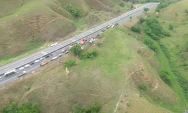 Uma pessoa morre em tombamento de ônibus na Baixada Foto: Divulgação/PRF