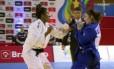 Ketleyn Quadros (de branco) vence Maria Centrachio com um waza-ari no Desafio Internacional de Judô Foto: Reprodução / TV Globo