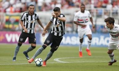 Botafogo e São Paulo empataram sem gols no Pacaembu Foto: Marcos Alves / Agência O Globo