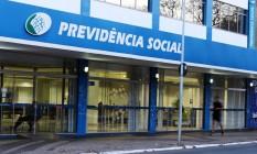 Desigualdade entre o regime de previdência dos trabalhadores privados (INSS) e do setor público é grande Foto: Jorge William / Agência O Globo