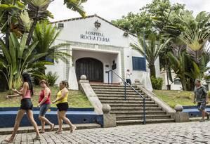 Hospital Municipal Rocha Faria: pacientes têm dificuldades para fazer cirurgias e exames Foto: Hermes de Paula / Agência O Globo