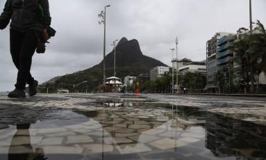 Tempo fechado no Rio. Foto de 15/10/2017. Foto: Custódio Coimbra / Agência O Globo