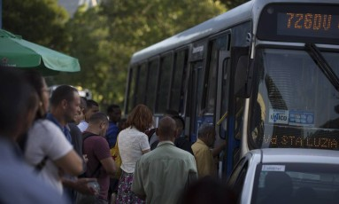 Motoristas de ônibus tentam cassar liminar que proibe paralisação Foto: Alexandre Cassiano / Agência O Globo