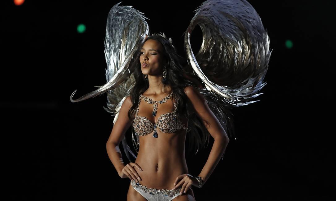 """Laís Ribeiro usa o """"fantasy bra"""" pela primeira vez Andy Wong / AP"""