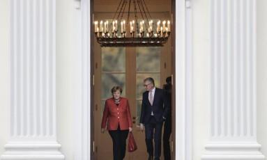 Merkel deixa encontro com o presidente alemão após ganhar voto de confiança Foto: Markus Schreiber / AP