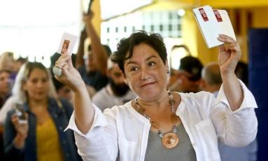 A jornalista Beatriz Sánchez surpreendeu e quase colocou a esquerda mais radical no segundo turno, ameaçando a centro-esquerda de Alejandro Guillier Foto: Andres Pina / AP