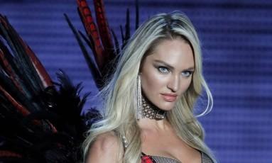 A modelo Candice Swanepoel no desfile da Victoria's Secret em Xangai Foto: Andy Wong / AP