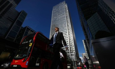 One Canada Square, em Londres, que sedia a Autoridade Bancária Europeia (EBA). Instituição está de mudança para Paris Foto: Chris Ratcliffe / Bloomberg