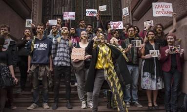 Protesto contra o cancelamento da exposição 'Queermuseu', no Santander Cultural, em setembro: curador depõe na quinta Foto: Cau Guebo/Raw Image/Agencia O Globo / Agência O Globo