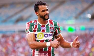 Henrique Dourado comemora seu gol na vitória do Fluminense sobre a Ponte Preta Foto: Lucas Tavares / Agência O Globo