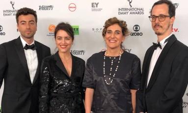 A autora Manuela Dias (a segunda, da esquerda para a direita) com os colaboradores de 'Justiça': Roberto Vitorino, Mariana Mesquita, e Lucas Paraízo Foto: O Globo