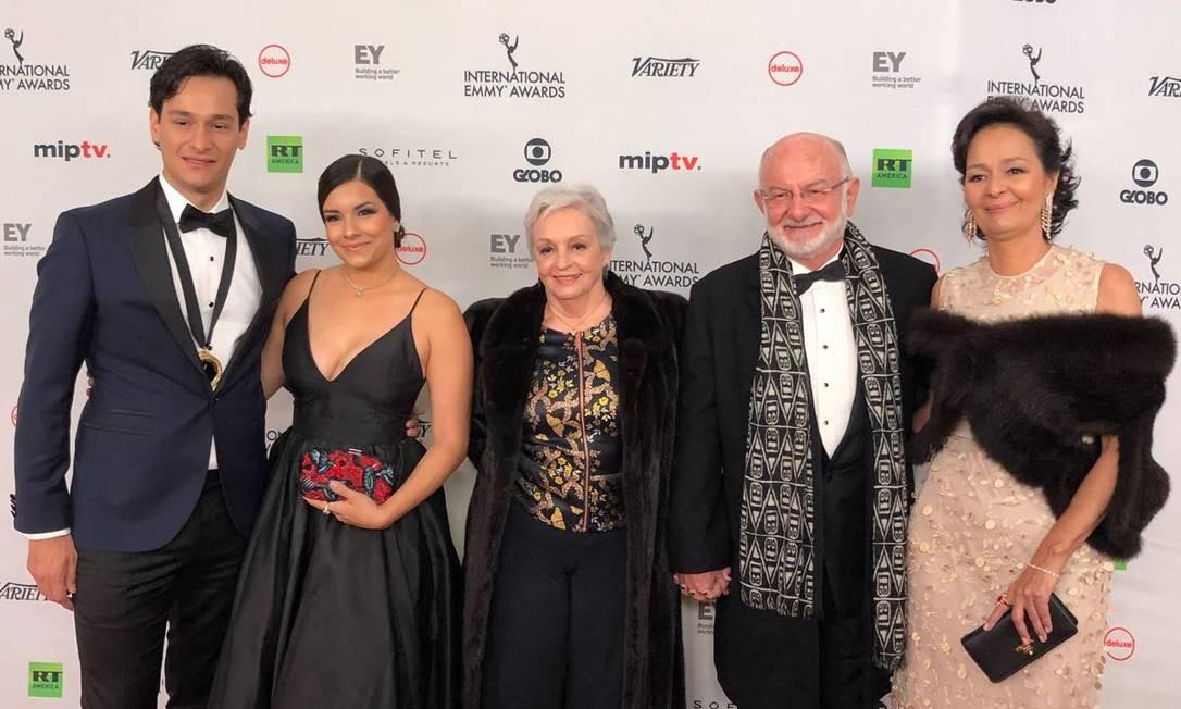 Os representantes de 'Velho Chico' com Silvio de Abreu Foto: O Globo
