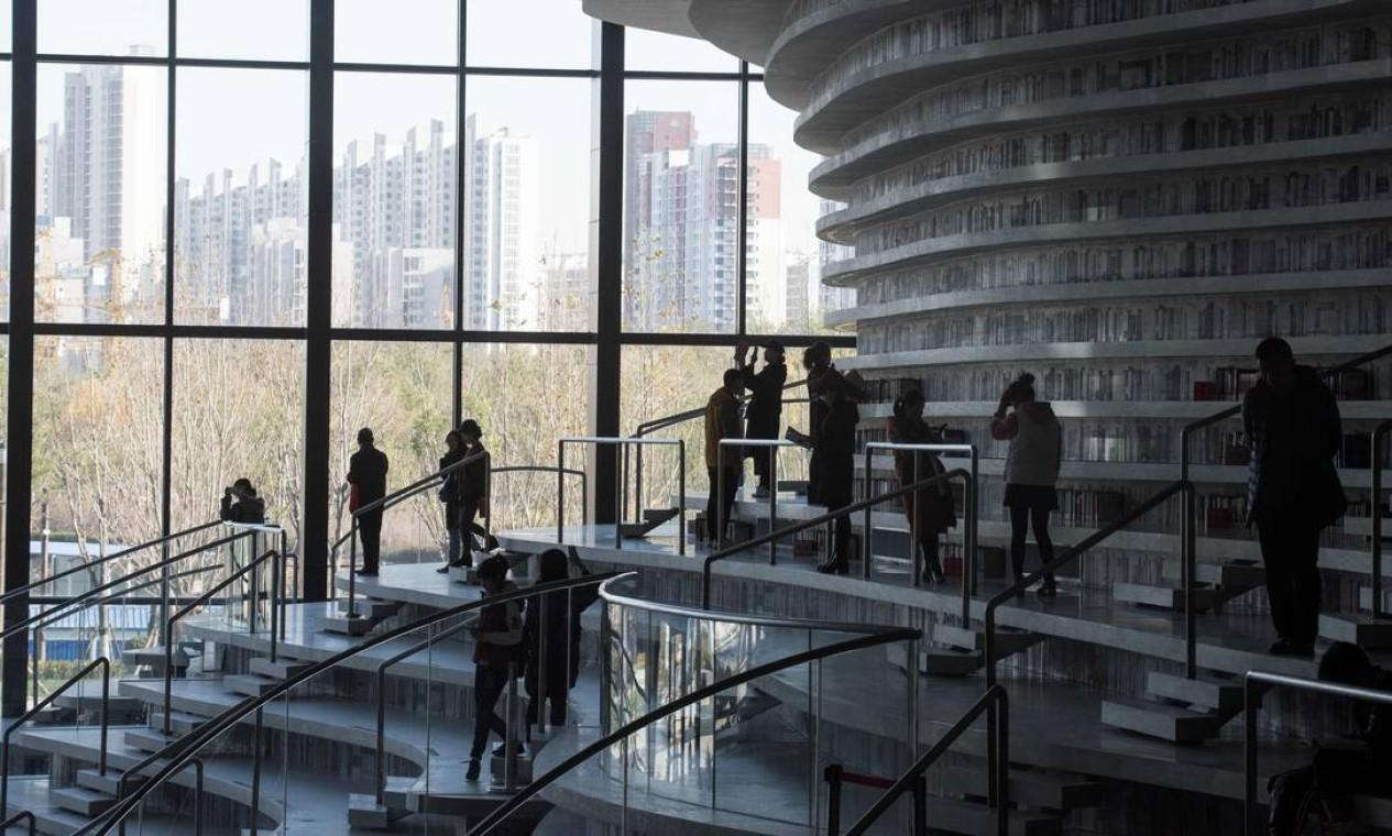 Nos fins de semana, 15 mil pessoas, em média, visitam o prédio de seis andares, localizado em Tianjin (norte do país), 120 km a sudeste de Pequim. Foto: FRED DUFOUR / AFP