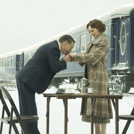 Kenneth Branagh e Daisy Ridley em cena de 'Assassinato no Expresso do Oriente' Foto: Divulgação