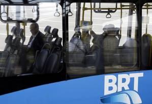 Assim como trens e metrôs, BRT vai ter área exlusiva para mulheres Foto: Gustavo Miranda / Agência O Globo
