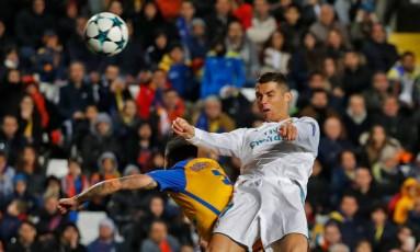 O português Cristiano Ronaldo marcou duas vezes na goleada do Real sobre o Apoel, no Chipre Foto: JACK GUEZ / AFP