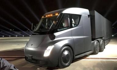 Ao vivo: no evento de apresentação, foram mostrados dois protótipos do caminhão. Sua aerodinâmica é de carro esportivo Foto: Alexandria Sage / REUTERS