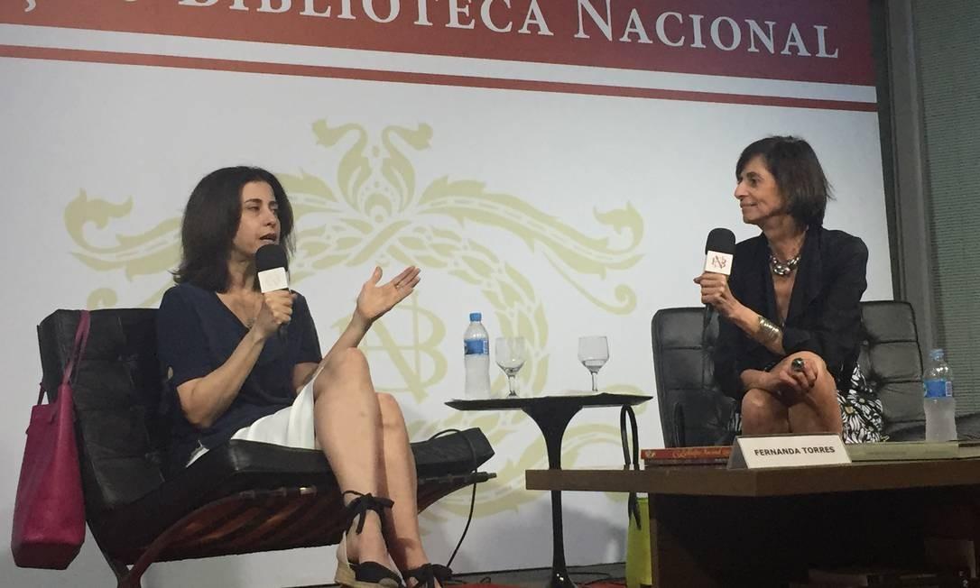 Fernanda Torres e Helena Celestino na última edição dos Encontros, dia 16 de novembro Foto: Divulgação