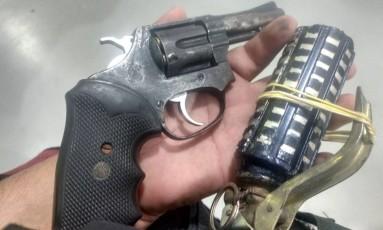 Segundo a PM, assaltante estava com granada e revólver Foto: Divulgação/PM