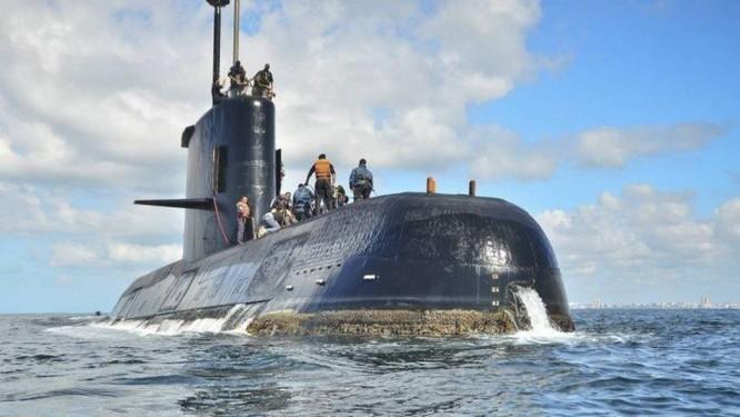 O ARA San Juan, nos arredores de Buenos Aires: mistério do submarino permanece Foto: Marinha argentina/AP