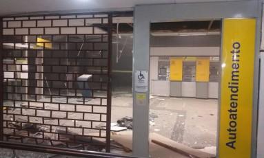 Destruição em agência após ação dos bandidos Foto: Reprodução